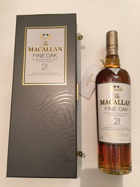 The Macallan 21 years fine Oak bottled in the 2000's, perfect packaging