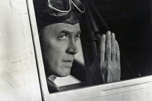 "James Stewart incarne Charles Lindbergh dans ""The Spirit of Saint-Louis"" de Billy Wilder. Lindbergh traversa l'Atlantique Nord en solitaire en 1927. Image via parismatch.com"