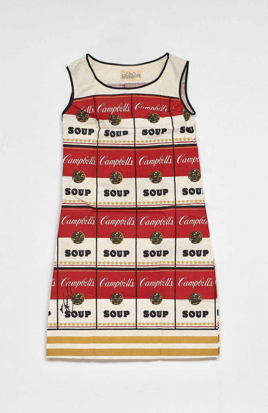 Andy Warhol (1928 Pittsburgh - 1987 New York), Ohne Titel (Souper Dress), Kleid (Farbserigraphie/Baumwollcellulose), Campbell Soup Company (Hg.) | Foto: Neumeister