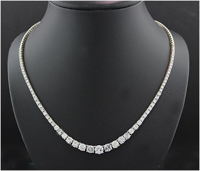 185. White golden brilliant necklace total 12.00 ct. Estimado: 14 000 EUR  Catawiki