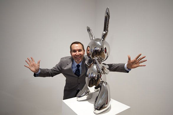 Jeff Koons avec Rabbit à la Tate Modern en 1986, image via Art Now and Then