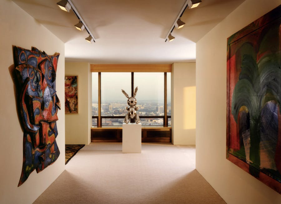 Si Newhouse Jr's New York apartment featuring Jeff Koons' Rabbit. Image: Alexander Gorlin Architects