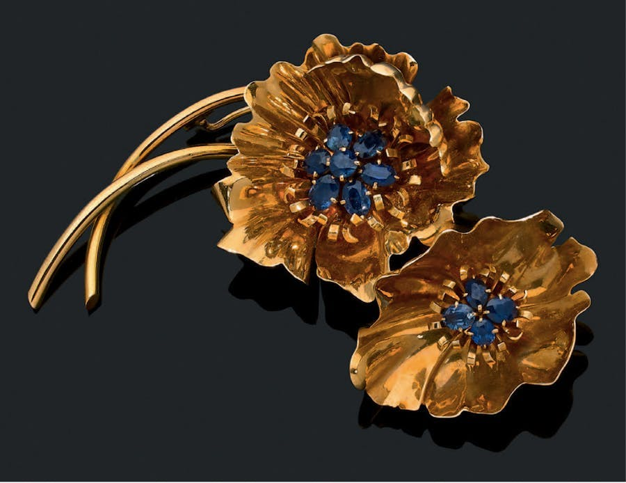 Van Cleef & Arpels, 'flowers' brooch, oval sapphires, 18k yellow gold. Photo: © Aguttes