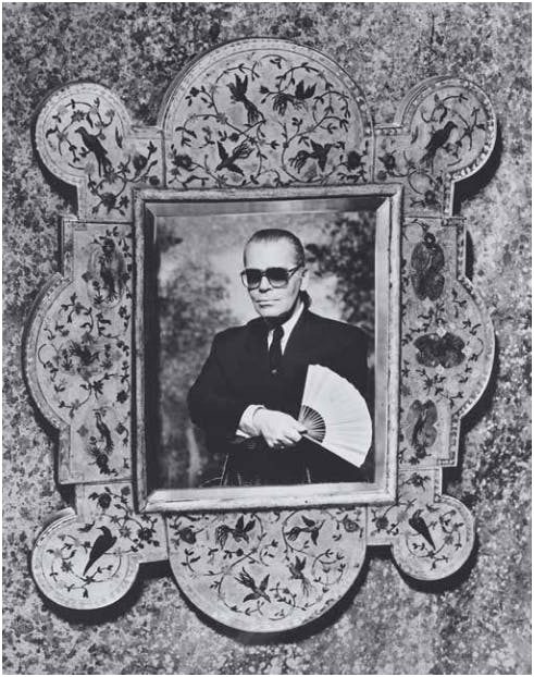 KARL LAGERFELD (2938) - Selfportrait with frame, ca. 1980