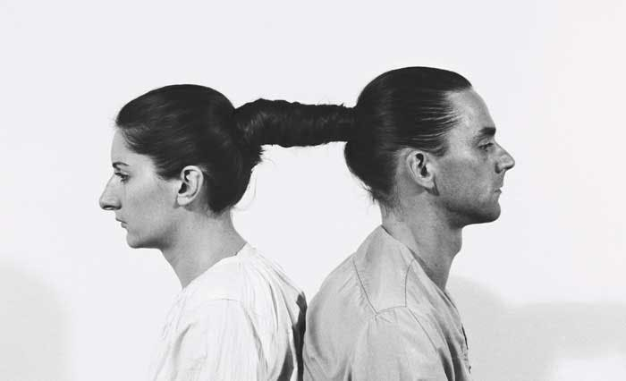 Marina Abramović et Ulay, « Relation in Time », performance de 1977 durant 17 heures, au Studio G7, Bologne, image via Paxonbothhouses