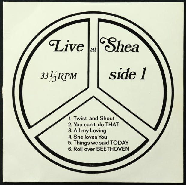 "Lot de 2 EP des Beatles ""Live At Shea Stadium March 1964 Side 1"" + ""Live At Shea Part 2"""