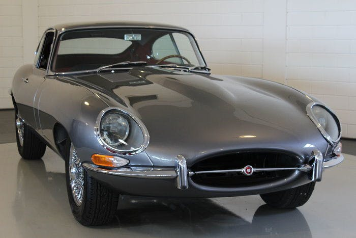 JAGUAR - E-Type Coupé - 1962 Estimation: 220.000-287.500 EUR