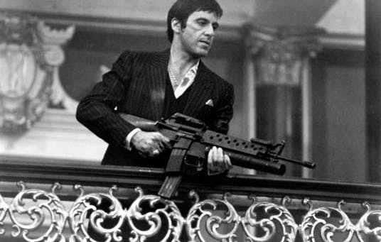 Al Pacino incarnant Tony Montana dans Scarface Image via Canvas 101