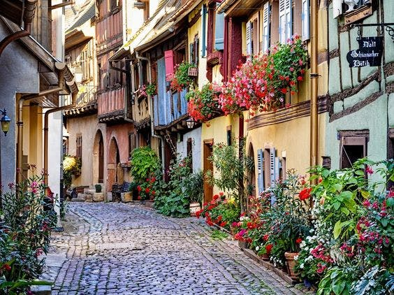 The charming village of Giverny, just 40 minutes from Paris. Image: VisitParis