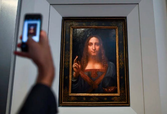 """Salvator Mundi"" a été dévoilé au public chez Christie's à New York le 10 octobre 2017 Photo credit: JEWEL SAMAD/AFP/Getty Images"