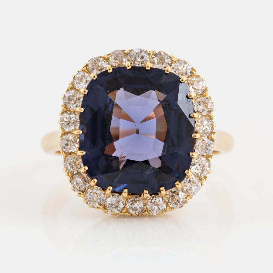 18K gold ring with purple spinel. Photo: Bukowskis