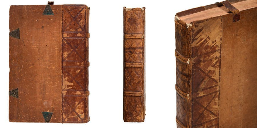 The book has a contemporary binding in cypress and leather boards with dry-embossed geometric patterns. Photo © Finarte